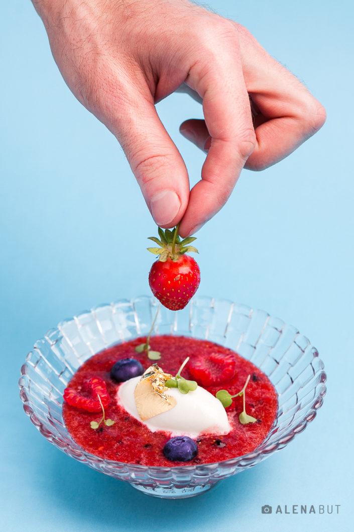 мороженое с ягодами, фотосъемка десертов Киев. Фуд-фотограф и фуд-стилист Алена Бут